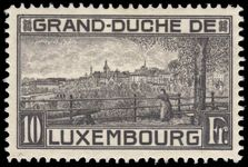 Luxembourg 1923 10fr perf 11½ lightly mounted mint.
